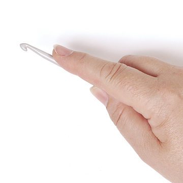 how to hold a crochet hook 2