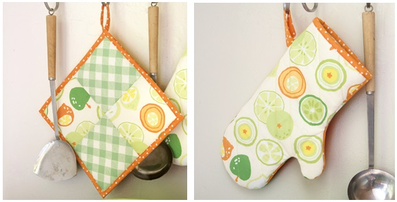 Cheery potholder and oven mitt