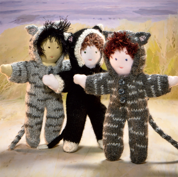 Knitted cat dolls